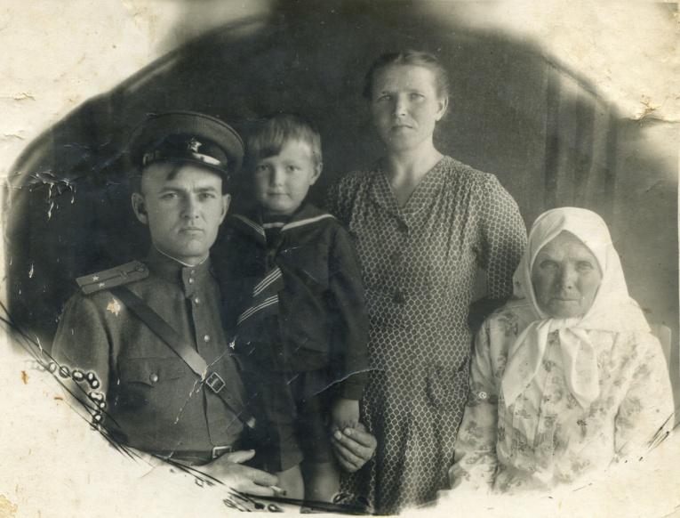 Инна Маликова, Алексей Воробьев, IOWA и другие звезды вспоминают героев своих семей накануне 9го мая