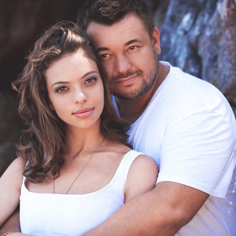 Сергей Жуков трогательно поздравил супругу с днем рождения