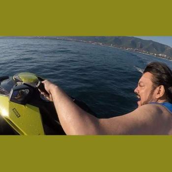 Филипп Киркоров оседлал водный мотоцикл