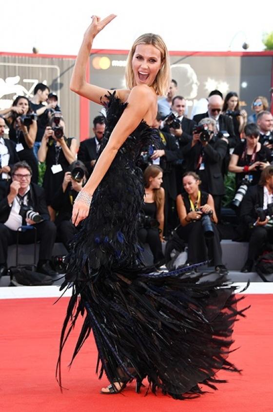 Маска, я тебя знаю: лучшие образы Венецианского кинофестиваля