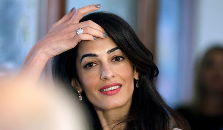 Амаль Клуни приступила к работе через три месяца после рождения близнецов