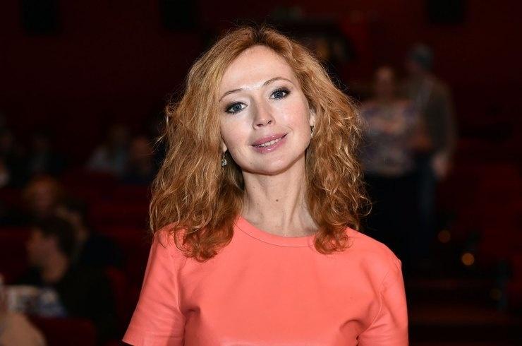 Актриса Елена Захарова не может поверить, что родила