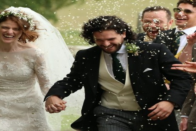"""Звезды """"Игры престолов"""" сыграли свадьбу в Шотландии"""