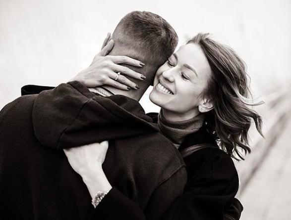 СМИ: Евгения Лоза и актер Антон Батырев собираются пожениться