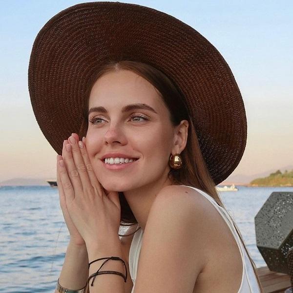 Дарья Клюкина купила свадебное платье во Франции