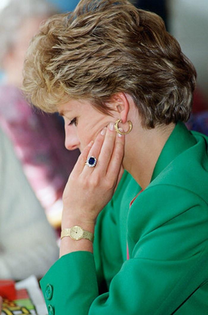Копию кольца принцессы Дианы продают в Лондоне