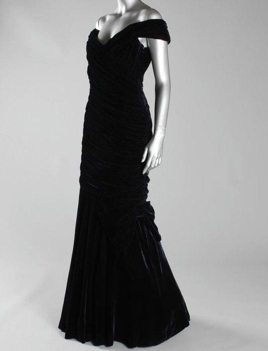 Знаменитое платье принцессы Дианы продадут на аукционе