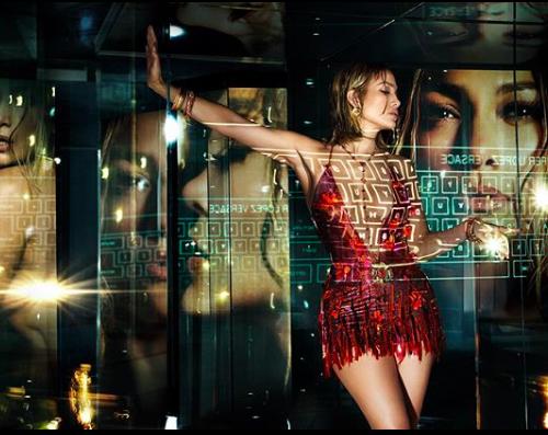 Дженнифер Лопес снялась в лукбуке Versace