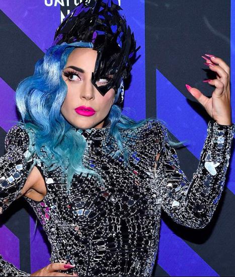 Леди Гага выложила фото с новым бойфрендом