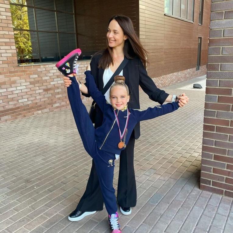 Анна Снаткина поделилась успехами дочери в гимнастике