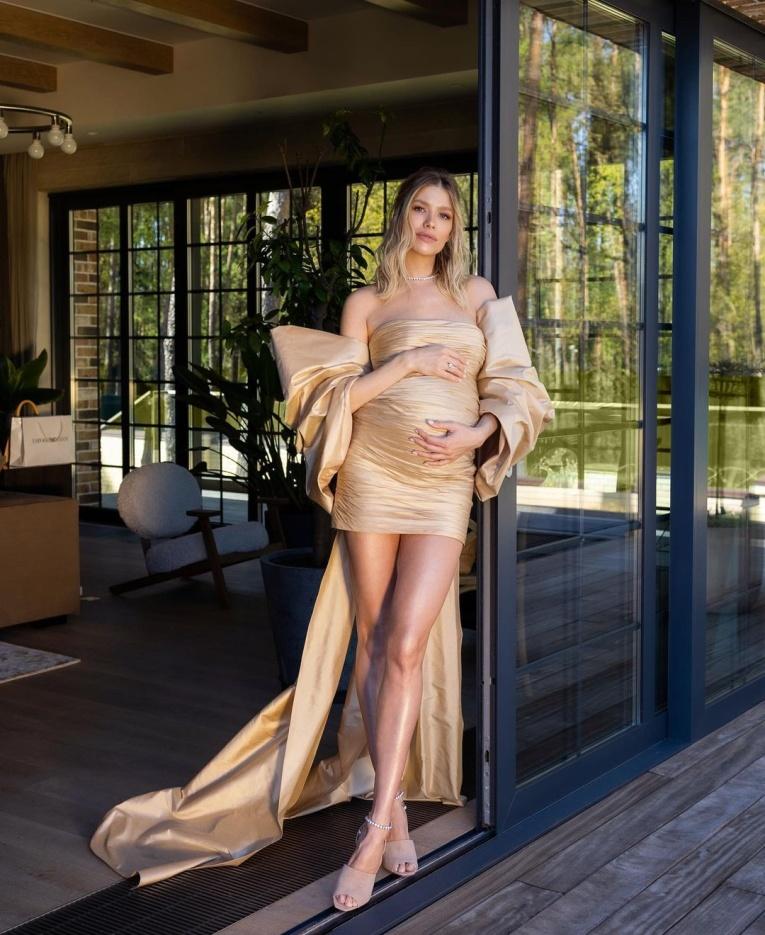 Беременная — значит стильная: необычные наряды будущих звёздных мам